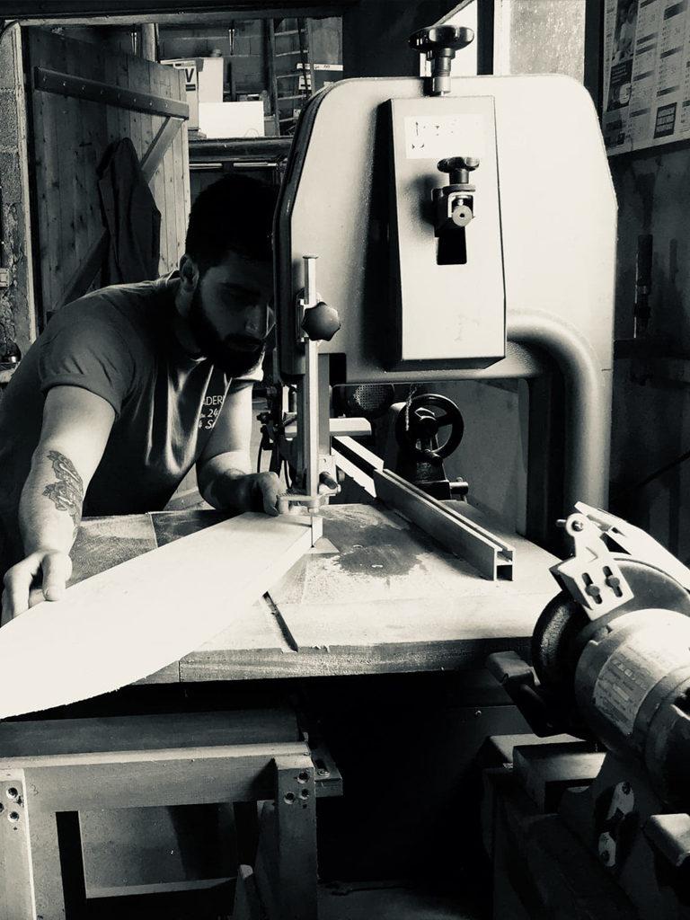 Photo de Kévin Thiré sur une machine à bois